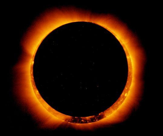 http://refugioantiaereo.com/wp-content/uploads/eclipse-sol-espacio.jpg